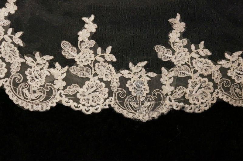 One Layer Lace Edge Short Wedding Veil
