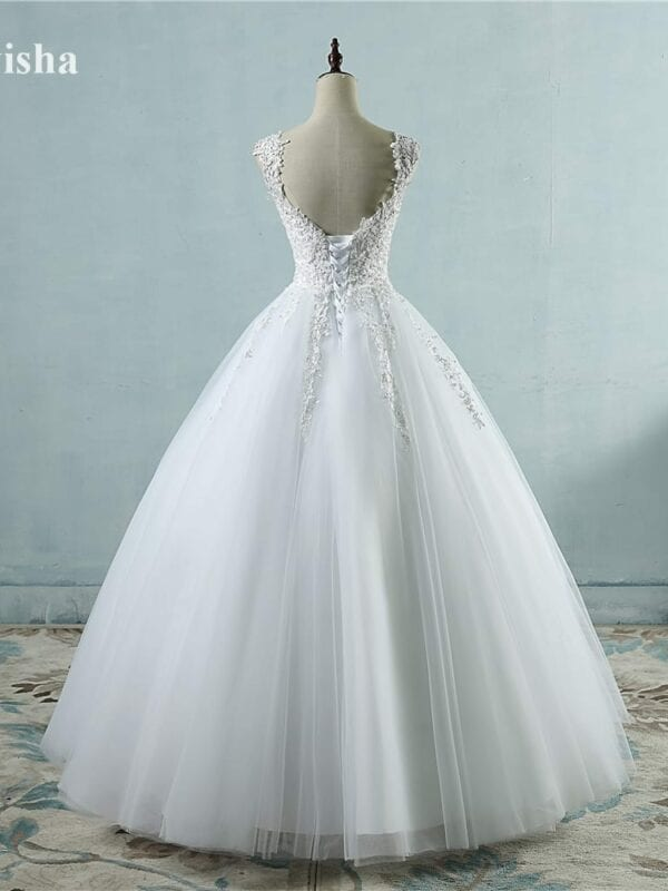 Elegant Tulle Wedding Dress With Pearls