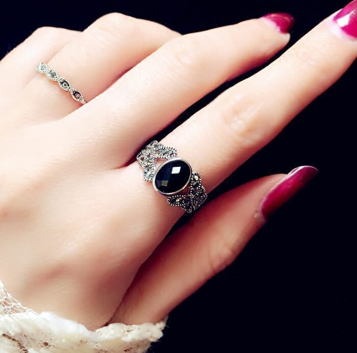 Elegant Silver Plated Vintage Black Crystal Ring