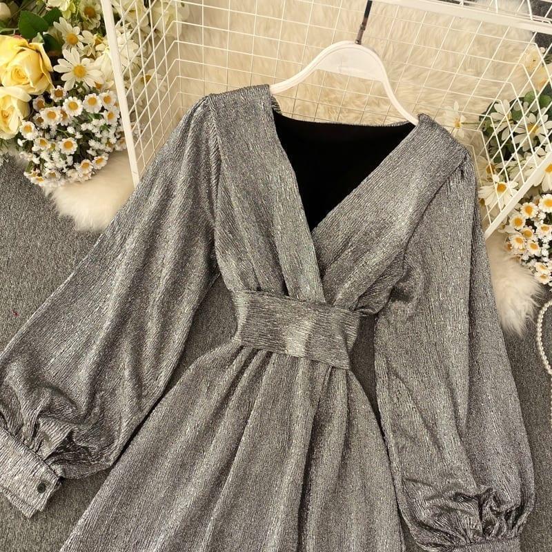 V-neck Lantern Sleeve Gold Bright Silk Lace Retro Dress