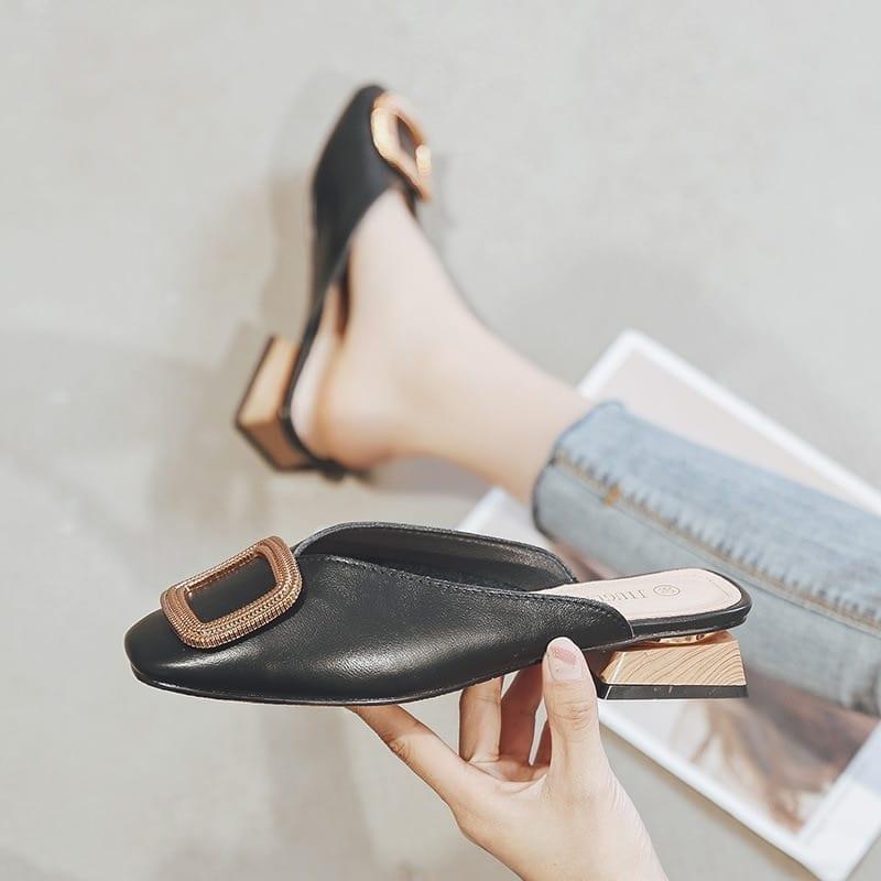 Low heel casual shoes