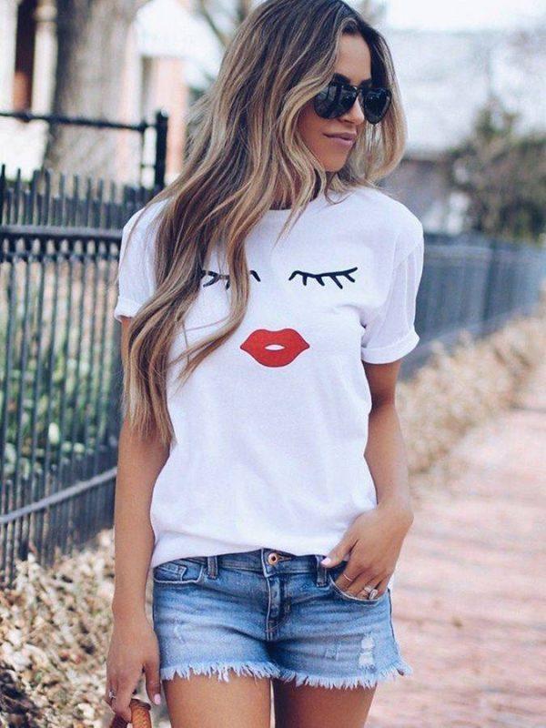 Eye lashes red lips print short sleeve o neck t-shirt
