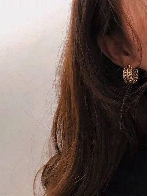 Vintage design metal gold twist hoop earrings
