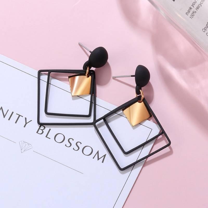 Black arcylic geometric dangle drop gold earings